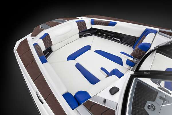 Malibu-M240-Bow-Seating